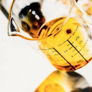 cbd-oil-beaker-2rise-naturals